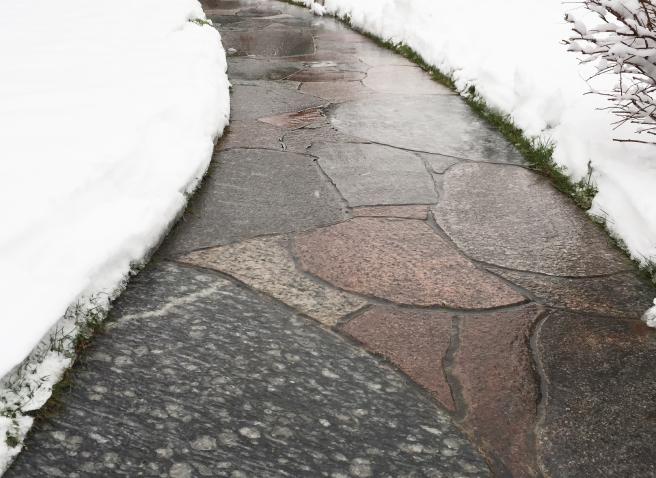 Плитка природной формы из натурального камня, скандинавского валуна (балтийского гранита)